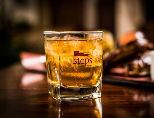 Steps lounge cocktail glass